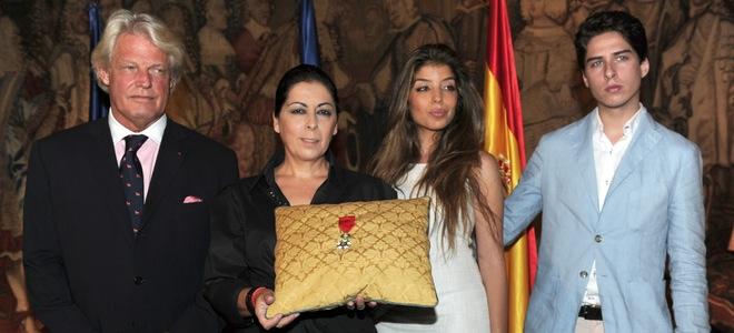 La familia de Enrique Morente recoge entre lágrimas la Legión de Honor francesa