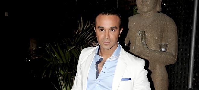 Luis Rollán, apoyado por sus compañeros de 'Sálvame' en su despedida de soltero