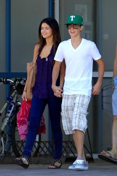 Justin Bieber y Selena Gomez: presentaciones familiares y tarde de compras