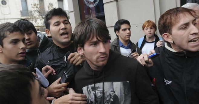 Leo Messi desmiente en su página que le hayan agredido en un bar de Rosario