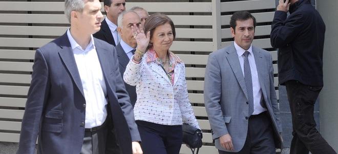 La Reina Sofía visita al Rey tras su operación