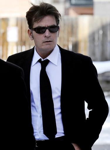 Charlie Sheen y los productores de 'Dos hombres y medio' acudirán a un mediador