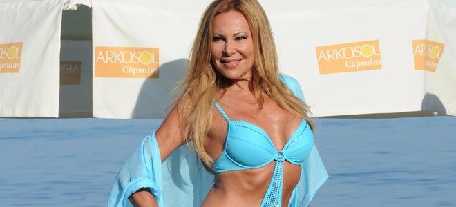 Ana Obregón comienza el verano con su tradicional posado en bikini en Estepona