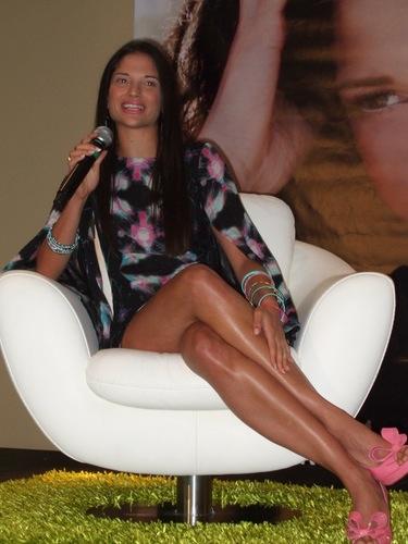 Natalia Jiménez incluye temas en inglés en su primer disco como solista