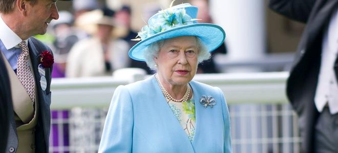 Isabel II de Inglaterra y Beatriz de York clausuran las carreras de Ascot