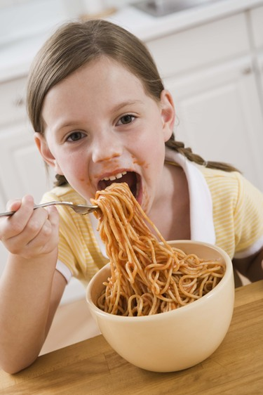 Los malos hábitos de los padres en los que respecta a la alimentación de sus hijos