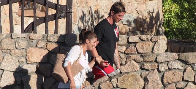 Fernando Torres y Olalla disfrutan del verano en las playas del Cerdeña