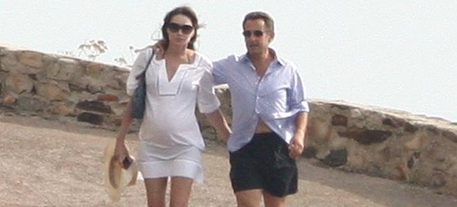 Carla Bruni presume de embarazo junto a Nicolás Sarkozy en la costa azul