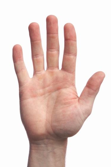 La longitud de los dedos de la mano derecha sí da pistas sobre el tamaño del pene