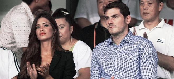 Iker Casillas y Sara Carbonero presiden un partido de fútbol solidario en Pekín