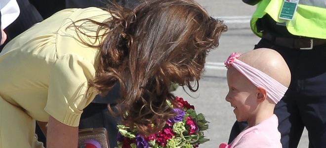 Kate Middleton saca su lado más maternal