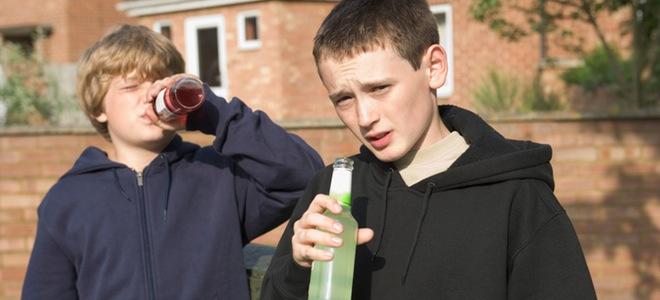 Los jóvenes se cogen su primera borrachera a los 16 años y se inician con 14