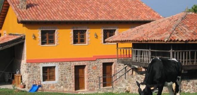 Casa Jesusa, situada en el pueblo asturiano de Logrenaza