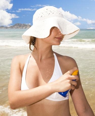 Las mujeres son las más concienciadas sobre la necesidad de utilizar crema solar
