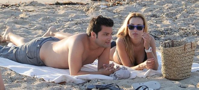 Berta Collado luce tipazo en Ibiza con un amigo y sin Daniel Sánchez Arévalo