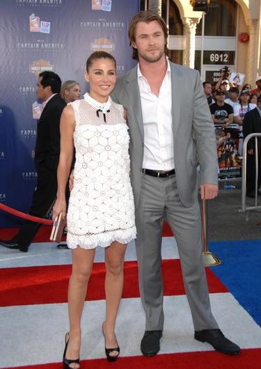 Elsa Pataky presume de Chris Hemsworth y Vannesa Hudgens de corte de pelo en el estreno de 'Capitán América'