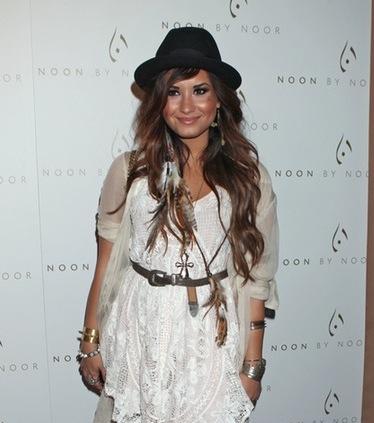 Demi Lovato apartó la promoción de 'Skycraper' para citarse con la moda