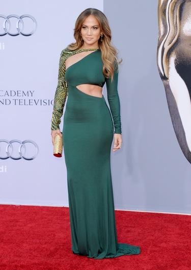 El look de Jennifer López: una mujer femenina, sensual y glamourosa