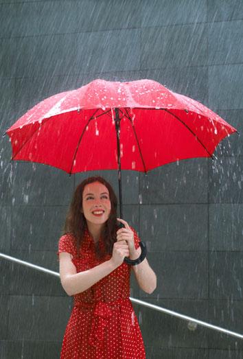 Tormentas veraniegas: perfecta bajo la lluvia
