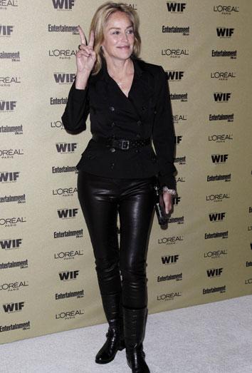 Sharon Stone se echa un novio 27 años más joven. Otras famosas con yogurines