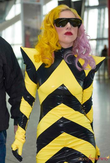Lady Gaga se viste normal. ¿Qué le pasa? Sus looks más extravagantes