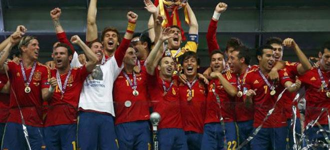 Los jugadores españoles, visiblemente contentos al grito de vivan las borracheras. Twitter Sergio Ramos