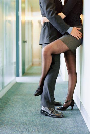 relaciones sexuales o sentimentales con un compa ero de trabajo. Black Bedroom Furniture Sets. Home Design Ideas