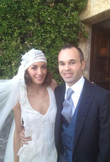 Shakira no fue a la boda de Iniesta, pero sí la novia de Messi, también embarazada