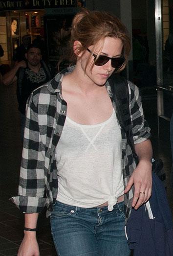 Kristen Stewart, vetada por Robert Pattinson, no deja de llorar... pero en casa de otro