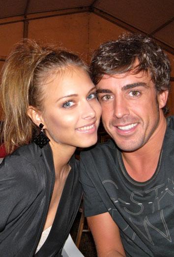 La novia de Fernando Alonso conoce a su familia. Dasha Kasputina, en Asturias