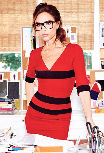 Victoria Beckham se pone gafas, pero sigue sin ver el mundo real