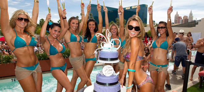 La alocada fiesta del Príncipe Harry en las Vegas antes de quedarse desnudo
