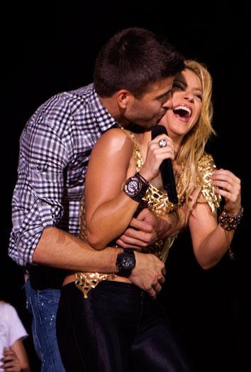 Shakira, embarazada de Piqué, confirma en Twitter que esperan su primer hijo