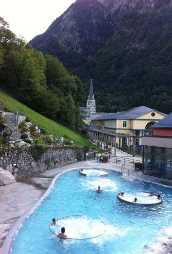 Turismo y relax en Midi-Pyrenees, el paraiso del agua termal. Le bains du rocher, en Cauterest