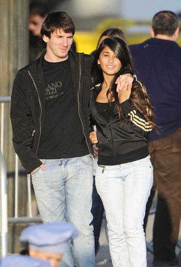 El hijo de Messi. Leo y su novia Antonella Roccuzzo, padres de Thiago Messi