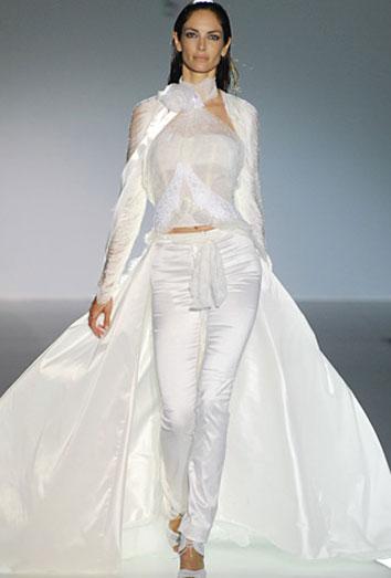 793cb7b9 Vestidos de novia con pantalones, lo último para arrasar en tu boda