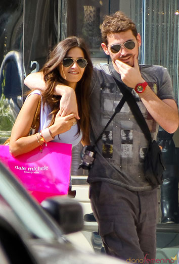 Sara Carbonero paseando con Iker Casillas