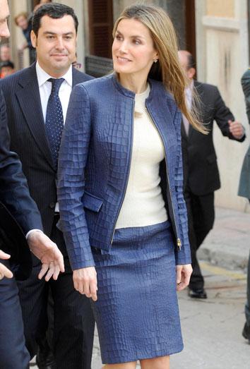 La polémica falda de Letizia. La princesa, por 1.000 euros y de Hugo Boss