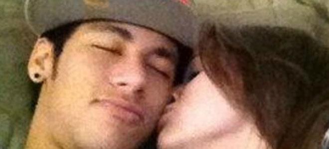 Neymar descubre a su novia.
