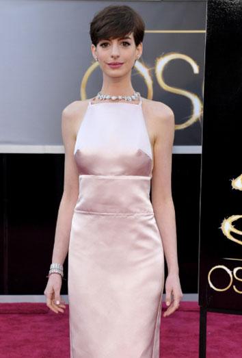 Anne Hathaway y sus pezones, lo más comentado en Twitter.