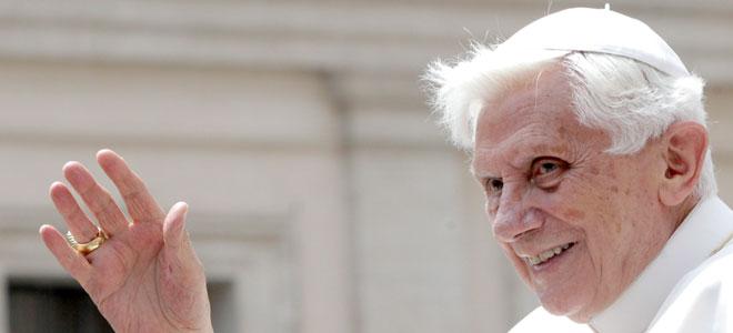 El nuevo 'look' del Papa Benedicto XVI.