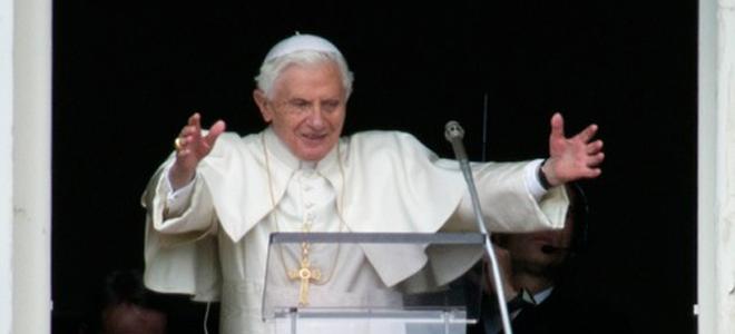 El Papa Benedicto XVI en la ventana del Vaticano