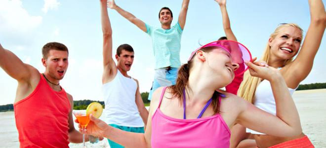 Fiesta y vacaciones locas de jóvenes