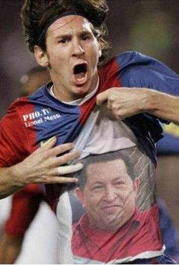 La fotografia viral en la que Messi dedica un gol a Chavez