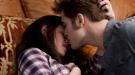 Pattinson y Stewart hacen subir la temperatura en 'Eclipse'