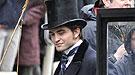 Fotos de Robert Pattinson de frac en su nueva película