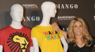 Viste a la última con la camiseta solidaria del Mundial 2010
