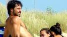 Hugo Silva enseña torso y posible nueva novia en las playas de Cádiz