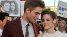 Robert Pattinson y Kristen Stewart, acaramelados en el estreno de 'Eclipse' en Los Ángeles