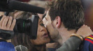 Sara Carbonero e Iker Casillas: besos en el terreno de juego